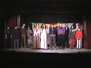 Ilustrační foto. Přehlídka v divadle J. Kašky, duben 2001. Praha 5 - Zbraslav.